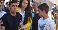 Karne gününde 2 öğrenci bıçaklandı