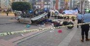 Sebze yüklü kamyonet ile otomobil çarpıştı! 2 ölü 6 yaralı