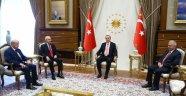 Tarihi Zirve... Kılıçdaroğlu ve Bahçeli Beştepe'ye Çıktı!