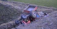 Traktör şarampole devrildi! 3 ölü 32 yaralı