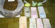 Uyuşturucu taciri 286 adet uyuşturucu hap 450 gram esrar ile yakalandı