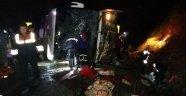 Yolcu otobüsü devrildi! 3 ölü 47 yaralı