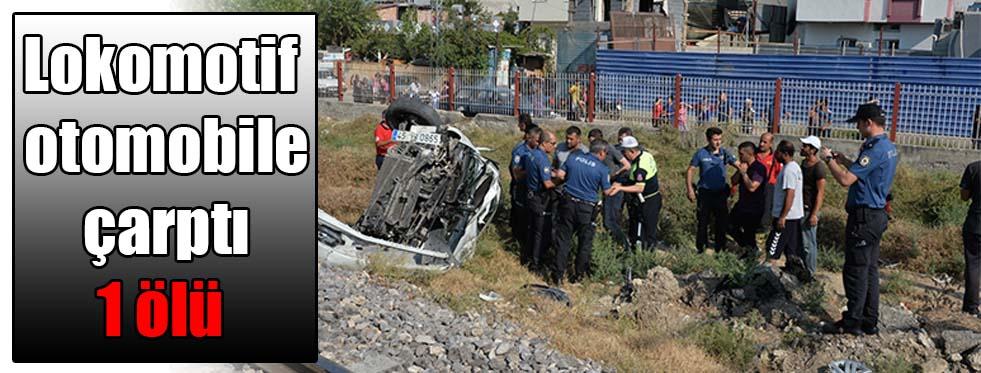 Lokomotif otomobile çarptı: 1 ölü