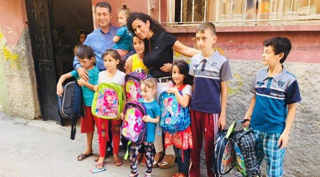 Uçar, Türkmen çocuklarını sevindirdi