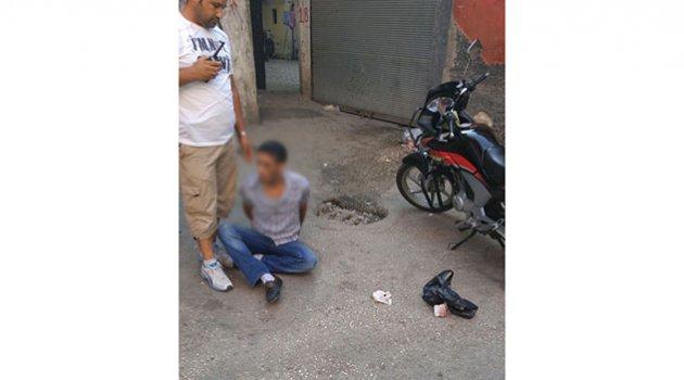 Uyuşturucu satıcısına suçüstü