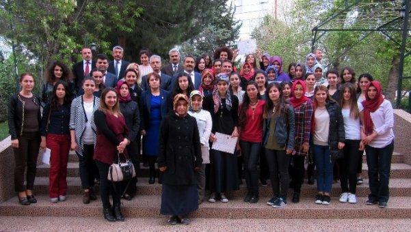 'YURTKUR'Adana Fevzi Çakmak kız yurdu kitap kurdunu ödüllendirdi