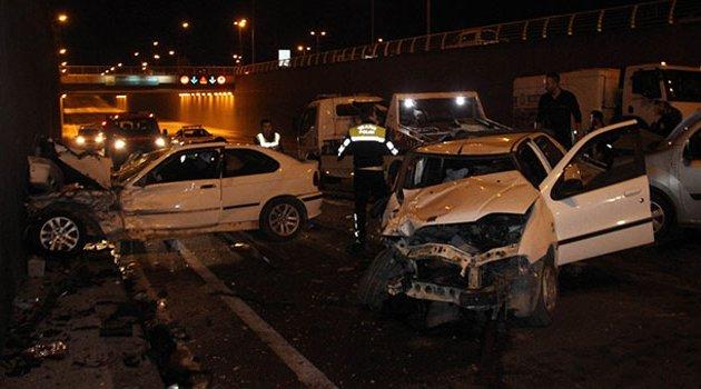 Zincirleme kaza! 3'ü polis 7 yaralı