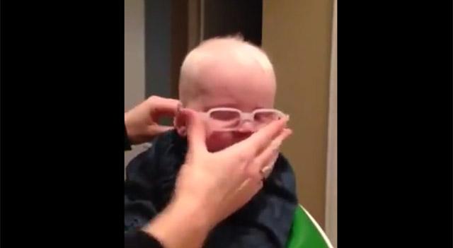 Annesini ilk kez gören bebeğin mutluluğu