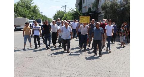 Riskli alan ilan edilen Adana'nın Yüreğir ilçesine bağlı Şehit Erkut Akbay Mahallesi sakinleri, yetkilileri duyarlılığa davet etti