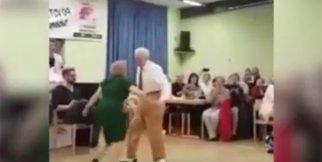 Yaşlı çiftten harika dans