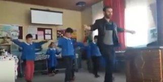Öğretmen ve öğrencilerinden 'Erik Dalı'