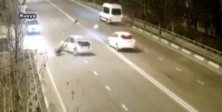 Yolcu camdan fırlayıp yola düştü