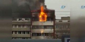 Yangın çıkan otel binasından atlayanlar kamerada
