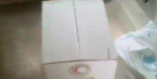 Yardım paketlerinden kurtlanmış yiyecek