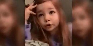 Babasını nazikçe uyaran küçük kız