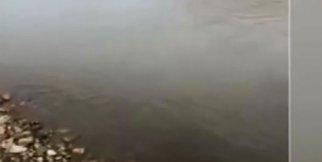 Dev uçak göle düştü