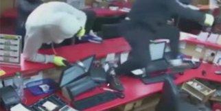 83 yaşındaki adam hırsızları şok etti