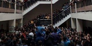 Tacizci öğretmen göreve geri döndü okulda boykot başladı